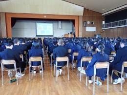 高校1年生360名が聴講