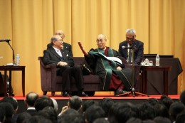His Holiness the Dalai Lama kindly invited President Osamu Nakayama to sit beside him on the sofa while delivering his memorial lecture in a very friendly atmosphere.